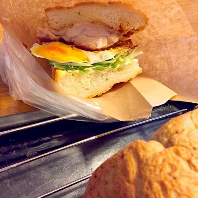 手前の黒ごま食パンはあんサンドに♡ - 90件のもぐもぐ - 照り焼きチキンサンドイッチ(´◡`๑) by さくたえ