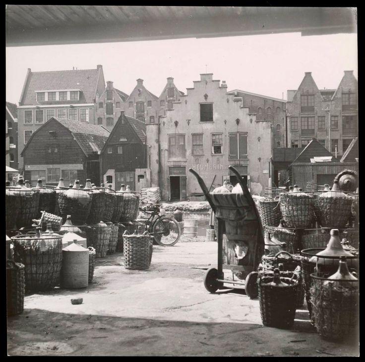 Oude pakhuizen en bedrijven, gelegen op het Bickerseiland Amsterdam (1945-1955).
