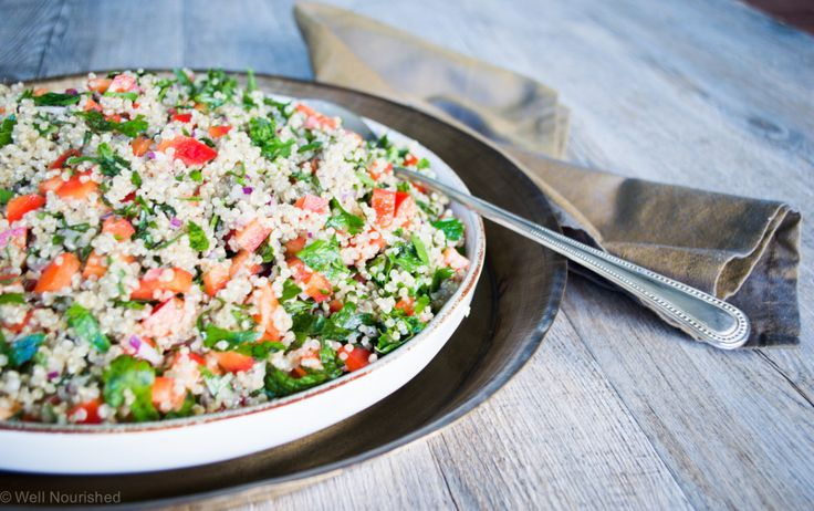 Well Nourished ⎮ This Quinoa Tabbouleh is a delicious and really nourishing salad that's super easy to make. Dare I say it's even better than the original!