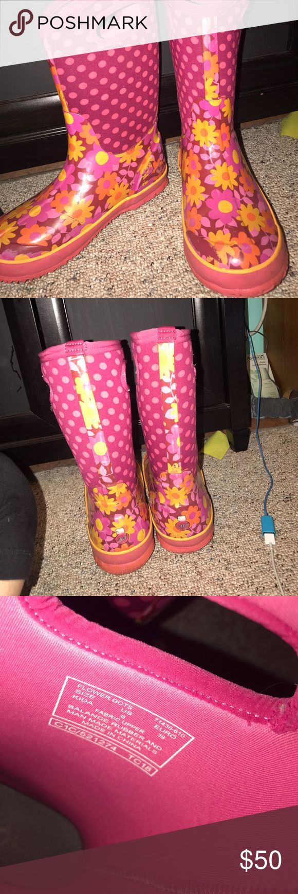 Pink flower winter boots These are bogs brand, pink flower winter boots, size 6 worn only for one winter Bogs Shoes Winter & Rain Boots