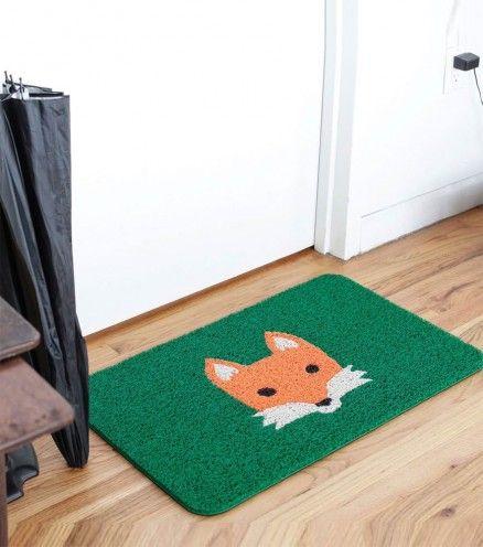 Accueillez vos amis et votre famille avec ce paillasson renard qui va plaire aussi bien aux petits qu'aux grands. Parfait pour essuyer les petons de tout le monde.