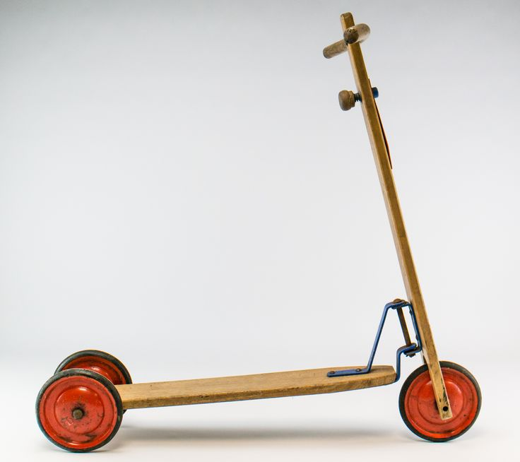 "DDR Museum - Museum: Objektdatenbank - ""Holzroller"" Copyright: DDR Museum…"