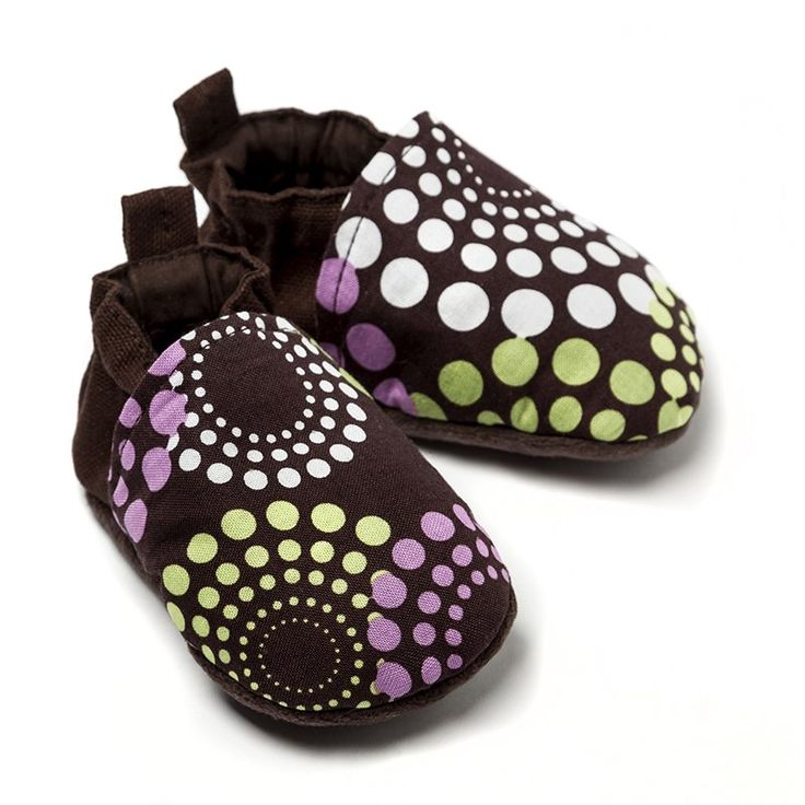 Liliputi Babywearing Shoes - Lavendering * organic cotton babywearing shoes with soft micro-polar fleece sole comfortable, breathable textile outside easy to put on with a flexible strap that keeps them on/in place * colours in harmony with the Liliputi Rainbow Collection * in 3 sizes: from 0 to 12 months