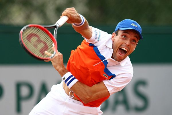 Roberto Bautista Agut Photos - Roberto Baustista Agut of Spain serves during the Men's Singles first round match against Dimitry Tursunov of Russia on day three of the 2016 French Open at Roland Garros on May 24, 2016 in Paris, France. - 2016 French Open - Day Three