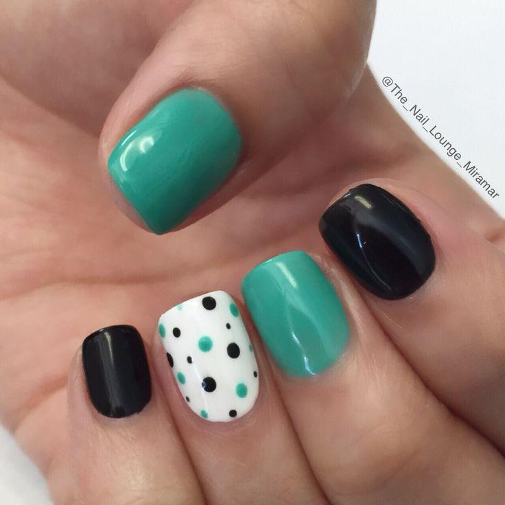Black / Green dots nail art design