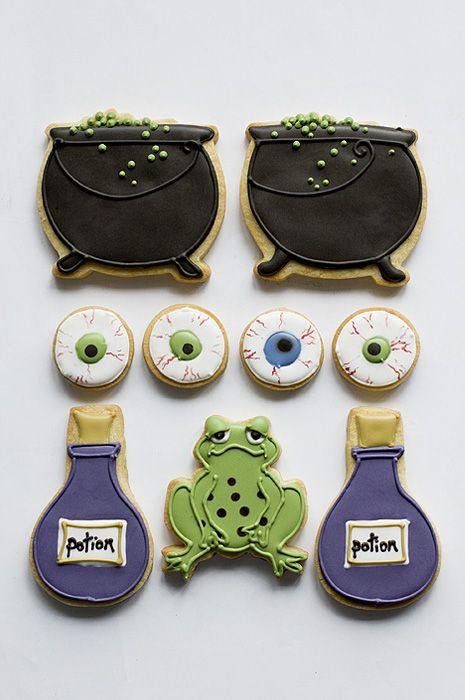 Adorable Halloween Cookies by @Juliet Nicole Nicole Nicole Nicole Stallwood via #TheCookieCutterCompany