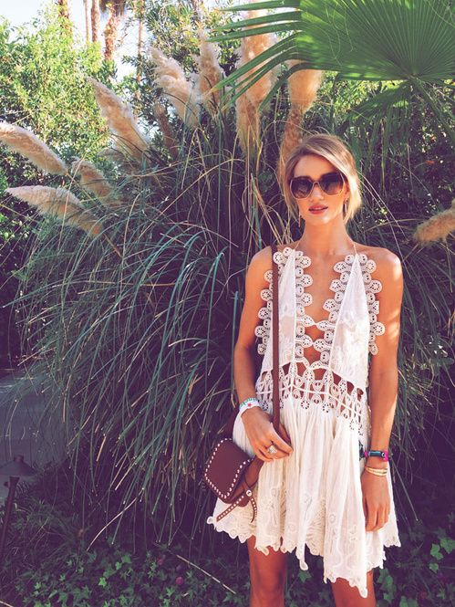 Rosie huntington-Whiteley en robe Chloé Coachella 2015 http://www.vogue.fr/mode/inspirations/diaporama/les-meilleurs-looks-du-festival-de-coachella-2015/20043/carrousel#rosie-huntington-whiteley-en-robe-chlo-coachella-2015