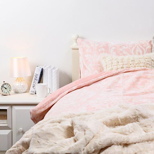 夜が涼しくなってきましたね。ベッド周りも衣替え。今年もあったか寝具がラインアップ! * * ハッシュタグ「 #francfranclife 」と「 #インテリア 」をつけて投稿しよう! * #インテリア#francfranclife#francfranc#フランフラン#interior#9月#クッション#ソファ#リビング#インテリアコーディネート#ベッドカバー#布団#寝具