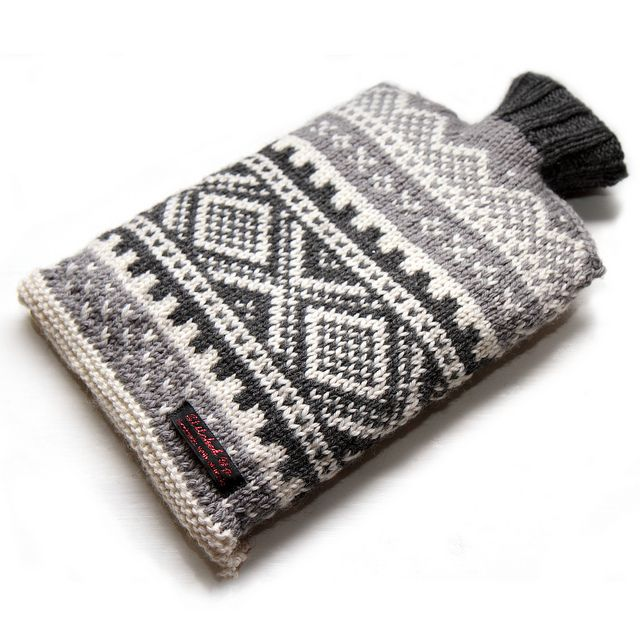 Hand knit Norwegian ski hot water bottle cover – grey/white