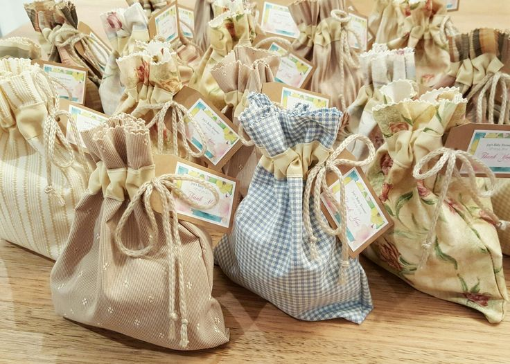 Machine-stitched fabric favour bags