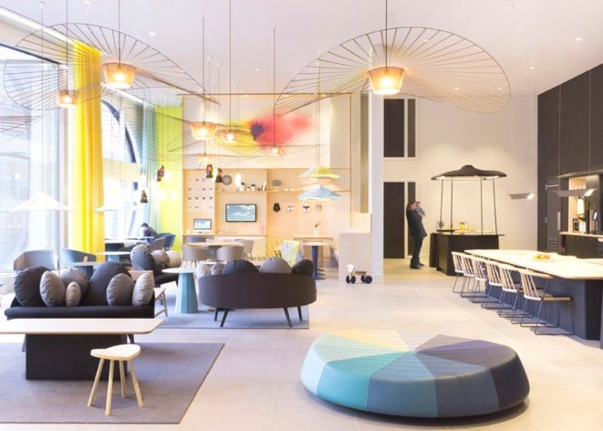 Suite Novotel's colourful reception #interior #design okt.to/hOS8mV