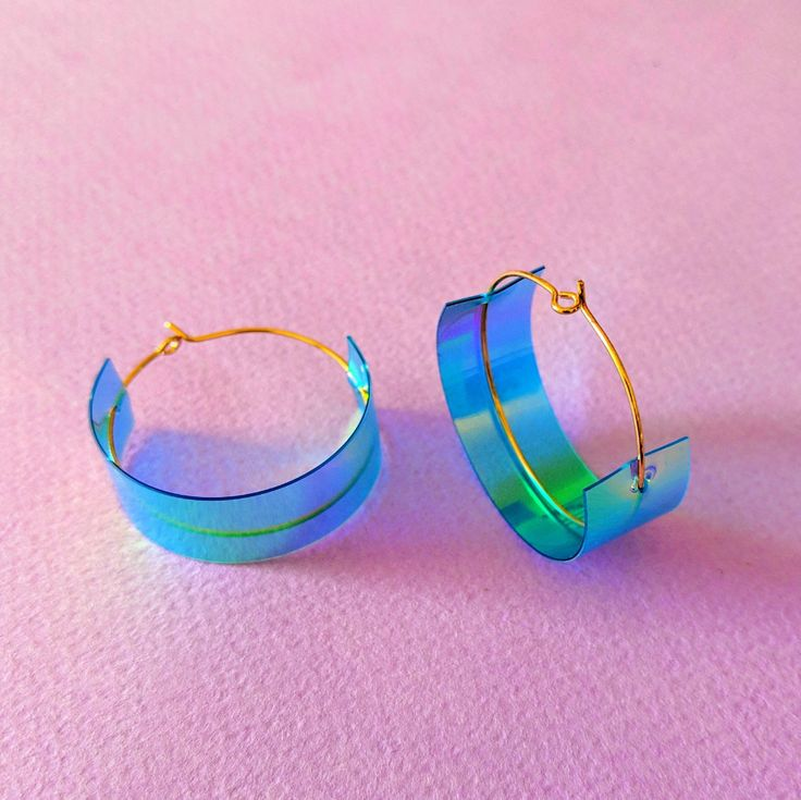 Gold Thick Hoops Iridescent Gold Hoop Earrings Medium Size Hoops Green and Gold Holographic J. Gold Thick Hoops Iridescent Gold Hoop Earrings Medium Size Hoops Green and Gold Holographic Jewelry Tiny Stud Earrings, Emerald Earrings, Cute Earrings, Gold Hoops, Silver Hoop Earrings, Beautiful Earrings, Cute Jewelry, Unique Jewelry, 80s Jewelry