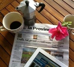 Caffè e giornale, è il #buongiorno #pavia che scatta alle 8 del mattino