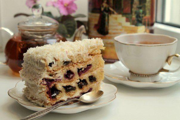 Meggyet szórt a tésztára, majd feltekerte, hihetetlen milyen fenséges torta lett belőle! - Bidista.com - A TippLista!