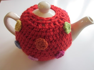 Spotty Crochet Tea Cosy (link to free photo tutorial)