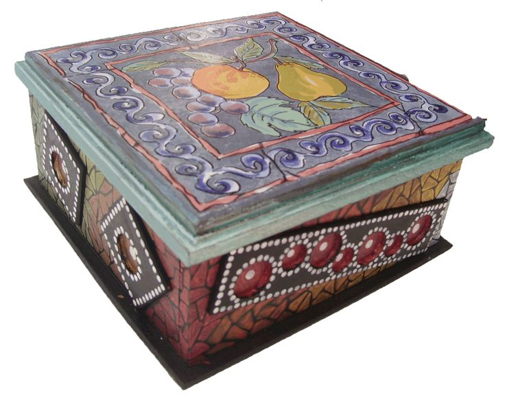 CLAF - Lindo Cofre con Cerámica de Frutas (COD 508 - Cofre) En madera MDF. Pintado y barnizado. Tapa con cerámica Medidas: - Frente: 22 cm - Ancho: 22 cm - Alto: 11 cm Precio: $ 5.500 www.claf.cl
