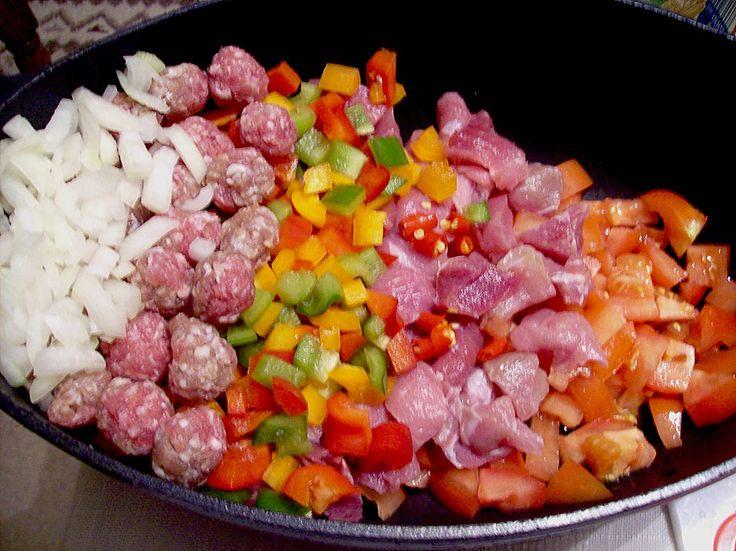 Party - Schichtgulasch, ein gutes Rezept aus der Kategorie Gemüse. Bewertungen: 122. Durchschnitt: Ø 4,5.
