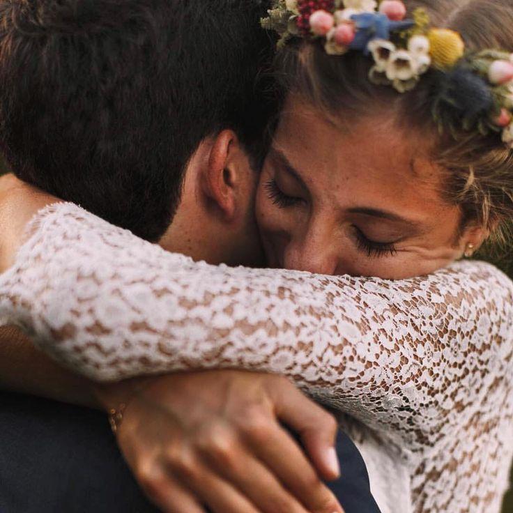 Infinite hugs Love. . . #abrazos #abrazosybesos #love #lovely #amor #justmarried #weddingday #weddingphotography #weddingdress #fotodenoiva #diad …