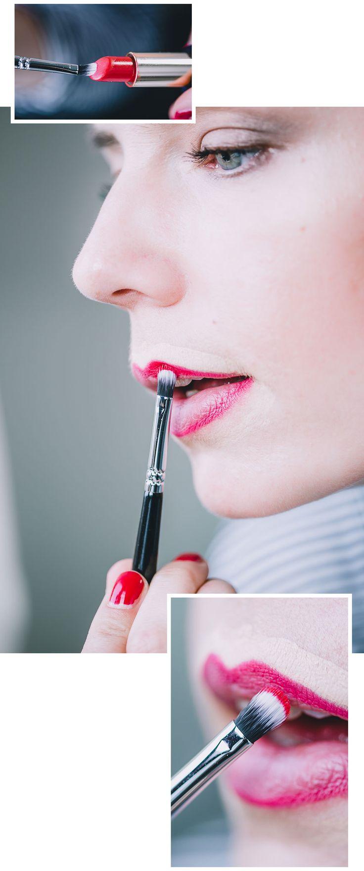 Lippenstift richtig auftragen, damit rote Lippen richtig schön aussehen. Anleitung zum Auftrag von knalligem Lippenstift.