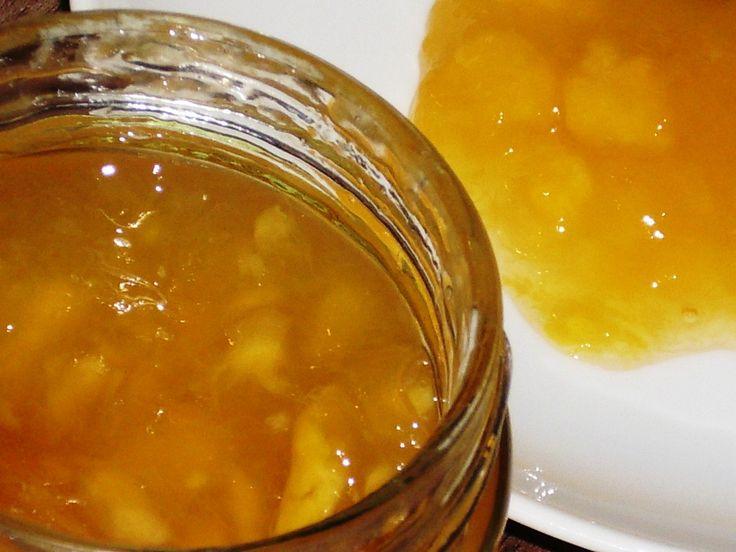 Broskve oloupeme a odpeckujeme a vlnitým šťouchadlem na brambory (na vymíchání kaše) rozšťoucháme na kaši s malými kousky. Přidáme cukr, Gelfix a...
