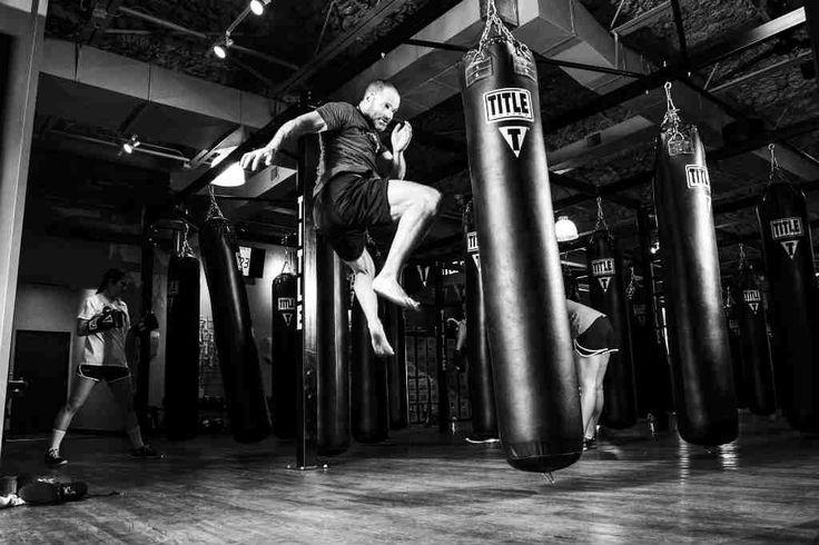 Træn på den gode måde med en boksesæk, for hvis du træner forkert får du skader og du opnår heller ikke formålet med træningen - læs her