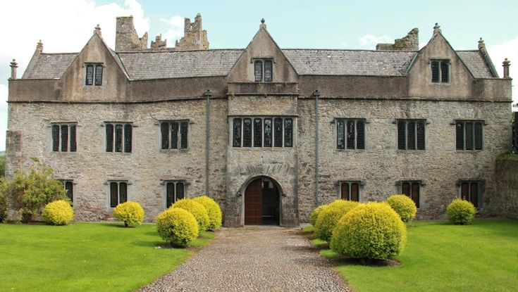 Ormond Castle in Carrick-on-Suir is the best example of an Elizabethan manor house in Ireland. It was built by Thomas, the 10th Earl of Ormond in the 1560s. Enjoy free admission and guided tours from 23rd-31st of Aug. More info here http://www.heritageweek.ie/whats-on/event-details?EventID=1248