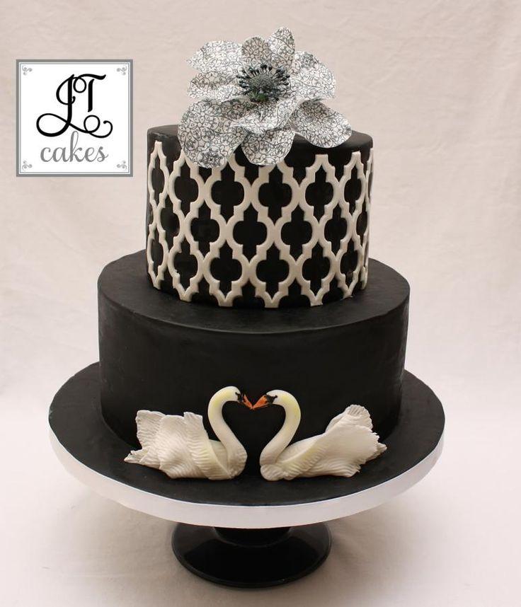 Swans Cake White Swanblack