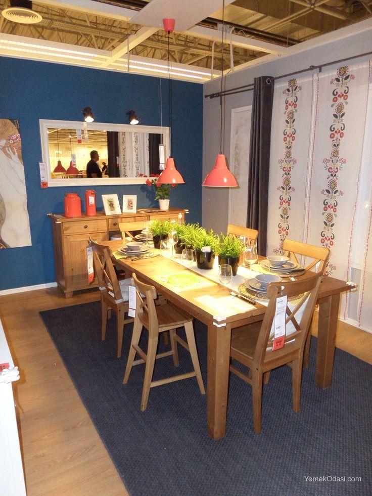 Ahşap Yemek Odası Antika vernik yemek masası ve konsol,pembe tavan aydınlatmasından oluşan sıcak bir yemek odasıdır.      Yemek masası 6 kişilik olup masa altında saklanan kanatları açılarak 8 kişilik olarak kullanılabilir.Antika vernik dışında renk seçeneği bulunmamaktadır.Masif çam ağacından üretilm ... http://www.yemekodasi.com/ahsap-yemek-odasi/