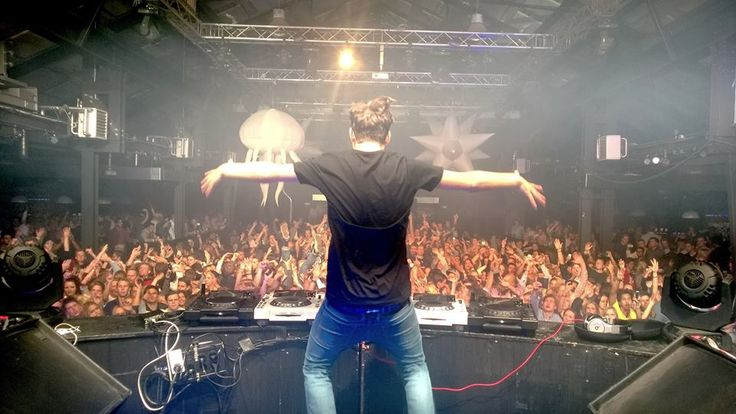 "Martin Garrix suffered sever elbow sprains last month during the making of him and Jay Hardway's music video for ""Wizard."" According to doctors, the injury sustained was due to ""excessive fist pumping."" They warned Garrix that if he continues with this behavior, there's a very high risk of developing arthritis in both elbows. Martin was …"