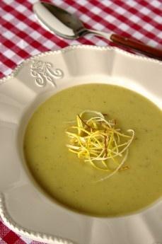 Sopa de batata assada com alho-poró crocante