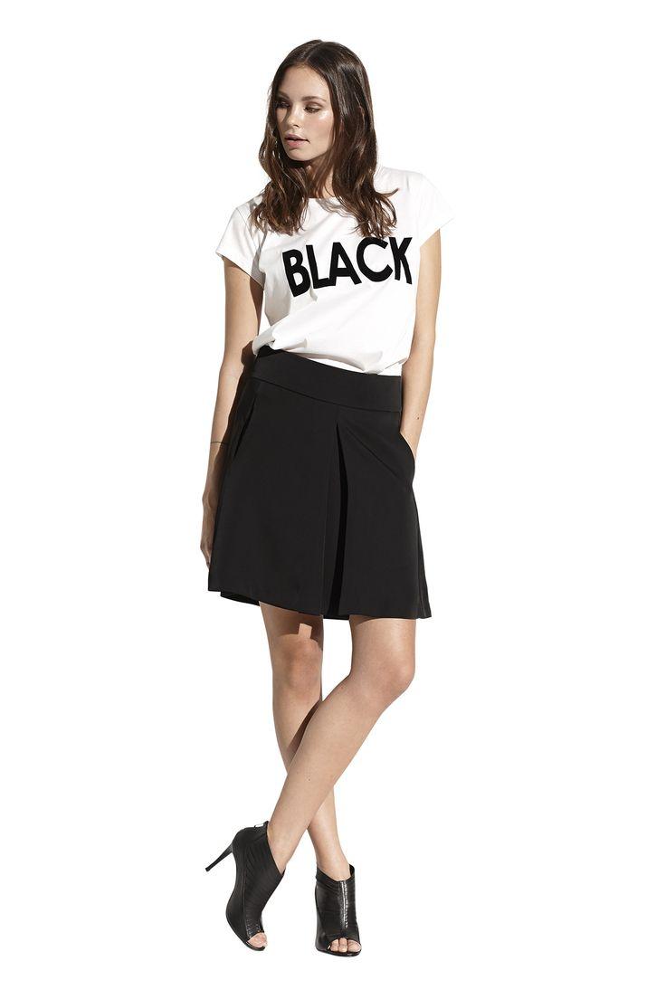 Foal tee in hvid og Frigg skirt. Køb det på http://www.blackswanfashion.dk/ Foal tee in snowy white and Frigg skirt. Buy it on http://www.blackswanfashion.com/ #BLACK #whitetshirt #statementtshirt #simpletshirt #basictshirt #keepitcasual #fashionable #softprint #blackskirt #simpleskirt #bigpleatskirt #cuteskirt #feminineskirt #classicskirt #perfectskirt #skirtabovekneelength