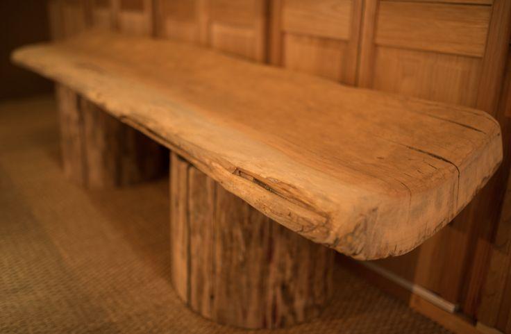 Wild design .. banc réalisé en troncs flottés de loire.