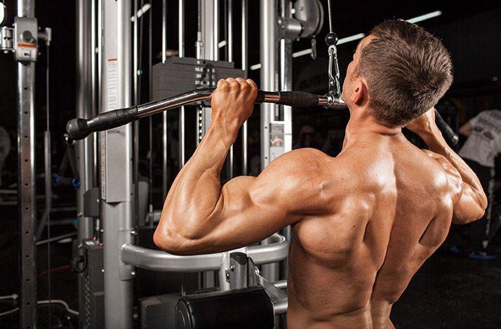 Как накачать спину за 4 недели. Сильная и мощная спина всегда была эталоном настоящего бодибилдера, но лишь немногие атлеты могут похвастаться действительно проработанной спиной с мощными широчайшими и прорисованными трапециями.