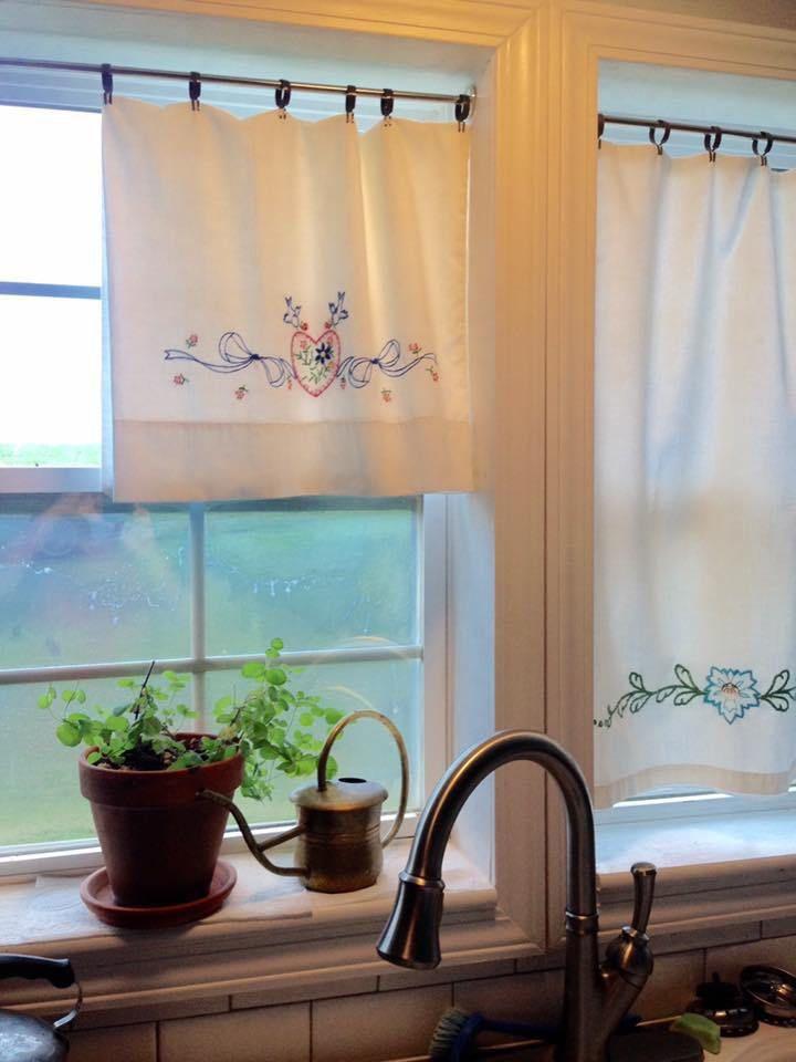 These 20 Kitchen Curtains Will Lighten Brighten As Well As Restyle