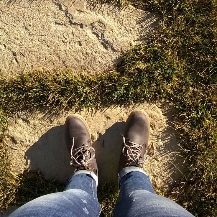Oggi ho approfittato del fatto che mia mamma era a casa con papà ed ho fatto un salto a controllare la villa danese. Ho trovato una scatola di cioccolatini di Copenaghen per me un bel sole e il Monviso a salutarmi da lontano.  #fwas #fwis #foot_love_club #selfeet #whereistand #fromwhereistand #feet #instafeet #kosedikatia #wheremyfeetare #wheremyfeetaretoday #ihavethisthingwithfloors  #tileaddiction #fromwhereonestand #lookdown #happyfeet #travellingfeet #everystepwetake #makeaselfeet by…