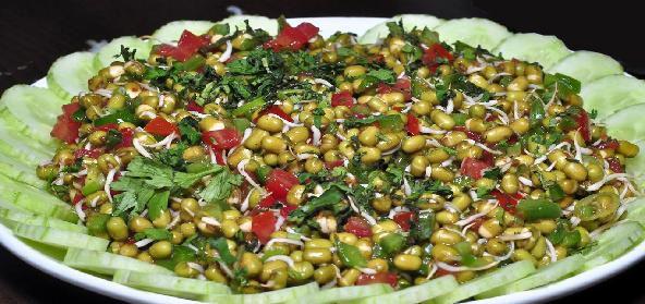 Recipe and Benefits of Sprouted Moong Salad in Marathi अंकुरलेले (मोड आलेले ) मूग सलाड तयार करायची पध्दत व फायदे मराठी भाषेत