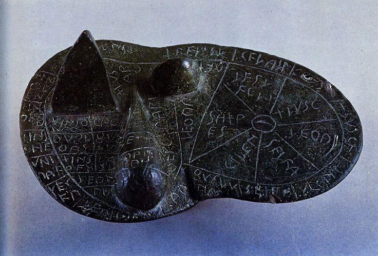 Fegato di Piacenza * objet étrusque en bronze gravé que l ...