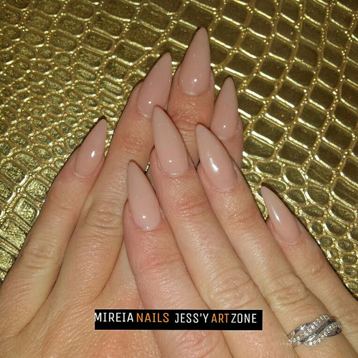 Nude stilleto nails by instagram @mireia_nails