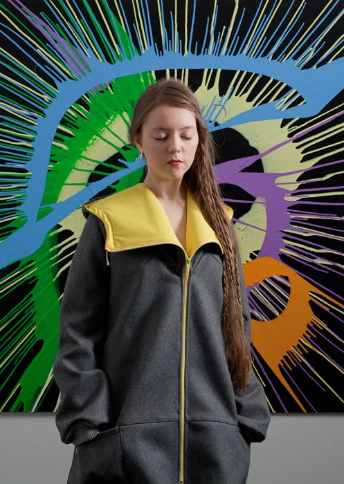 Hilla is wearing Acts wool jacket in grey-yellow, making a great combo with Konsta Koivisto's painting