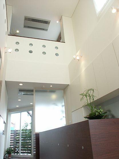 MI-NE_entrance hall