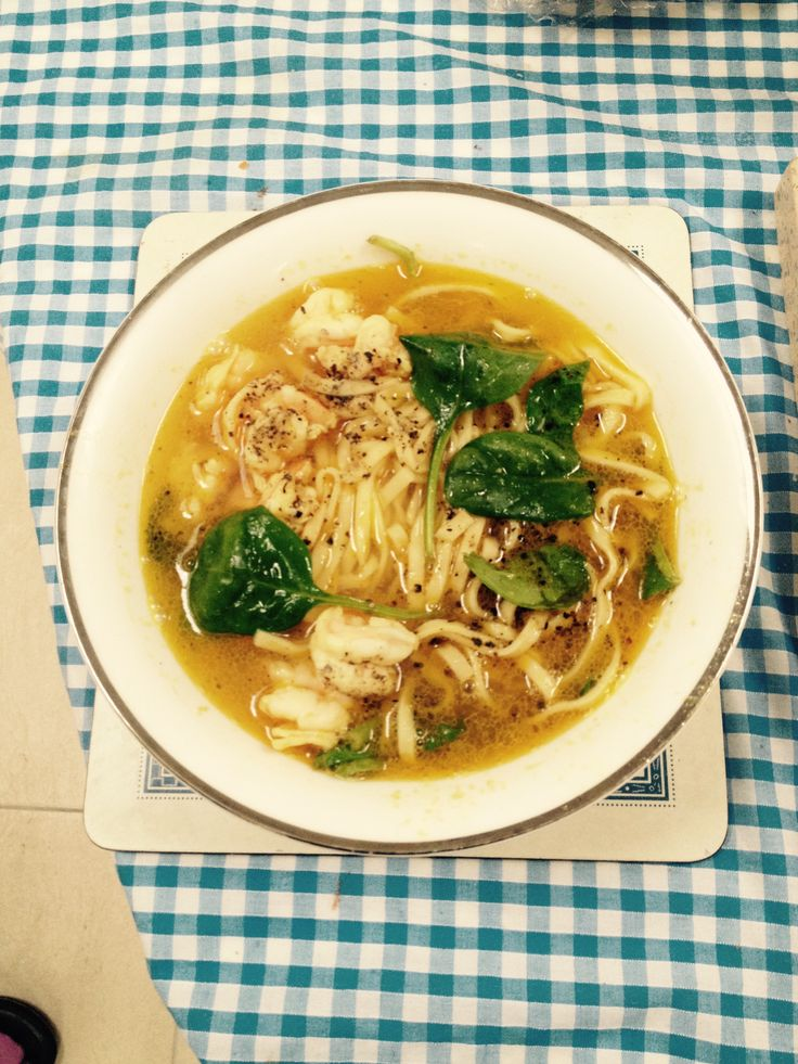 Prawn and spinach noodle soup