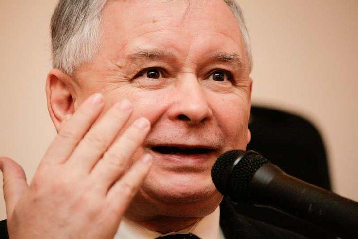 Tylko po to, żeby narobić trochę smrodu wokół Tuska, wykorzystał Kaczyński największe osiągnięcie transformacji, czyli polskie członkostwo w Unii Europejskiej. Unia nie ukrywając już zażenowania, zmuszona została do wzięcia udziału w tej idiotycznej grze. Wszyscy w Brukseli, łącznie z Orbanem, robili, co się da, żeby uniknąć upokarzającej dla Polski sytuacji, w której tylko jeden kraj będzie przeciwko nominacji Donalda Tuska na drugą kadencję: jego własny. Tuska obronić się udało,bo......