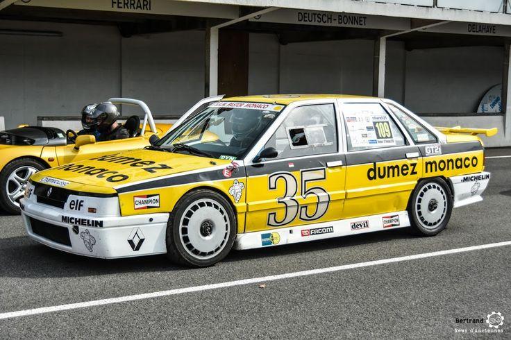 #Renault #R21 #Superproduction au Losange Passion International. #MoteuràSouvenirs Reportage : http://newsdanciennes.com/2016/05/22/losange-passion-international-losange-tres-grande-forme/ #ClassicCar #VintageCar