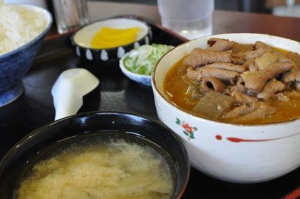 ここのモツ煮がゲキ旨なのよ。  伝説のモツ煮。永井食堂
