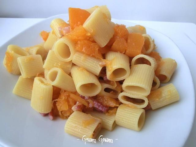 Mezze maniche con zucca e pancetta   Ricetta veloce