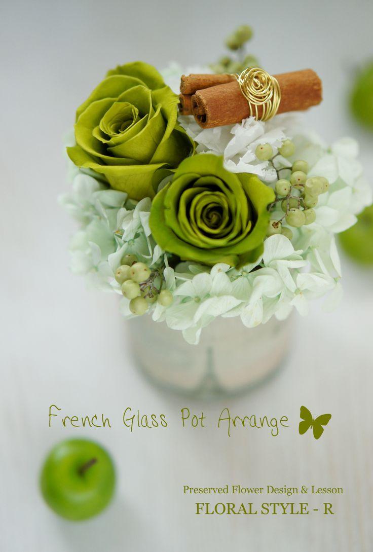 < French Glass Pot Arrange >