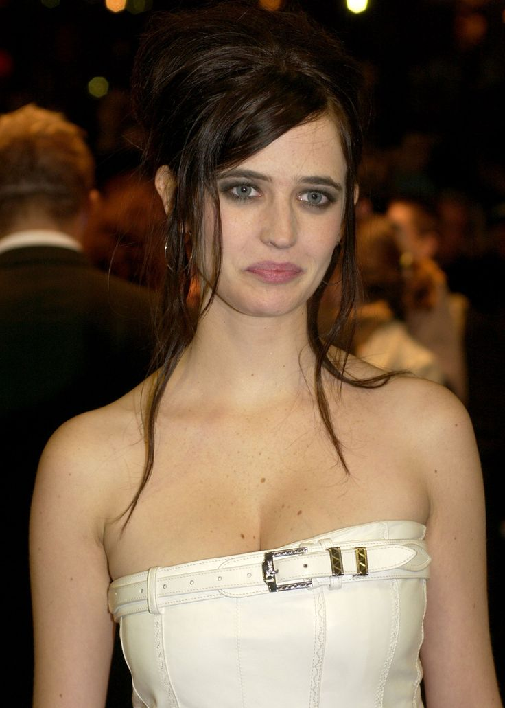 Young Eva in the telltale messy updo and swooping side bangs of the early aughts. Eva Green at the premiere of The Dreamers at the BFI London Film Festival in London, England, November 2003. Photo by Nick Wall/WireImage.