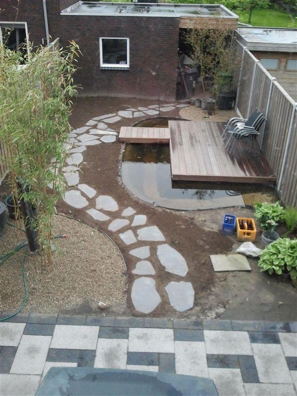25 populairste idee n over tuin stapstenen op pinterest for Betonnen vijver aanleggen