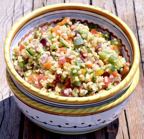 Insalata di burghul ai profumi dell'orto Un piatto completo e nutriente a base di cereali e verdure per fare il pieno di fibre e sentirsi subito sazi
