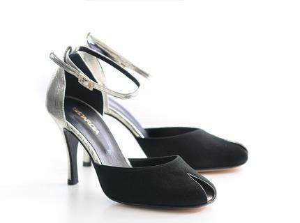 Modelo #Jane de GRETAFLORA, junto a ellos...elegancia y sofisticación asegurada.